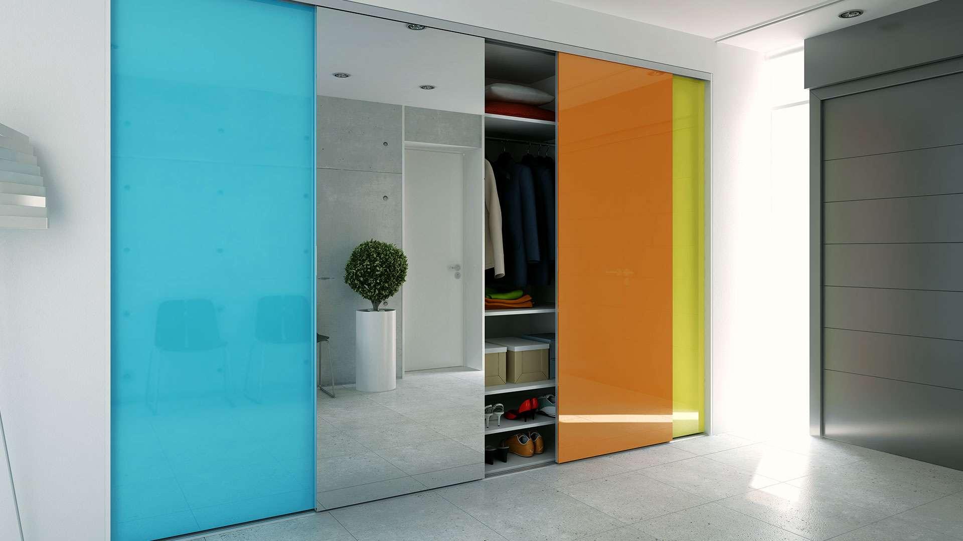 4 ajtós előszoba gardróbszekrény festett üveggel és tükörrel