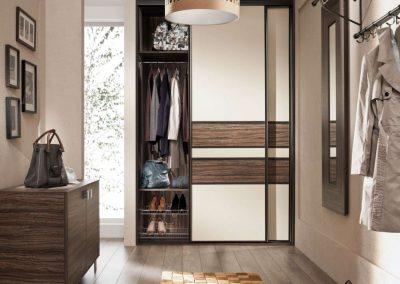 Osztott tolóajtós beépített szekrény előszobába cipőtárolóval