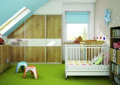 Tetőtéri tolóajtós beépített szekrény és sok fiókos komód a gyerekszobában
