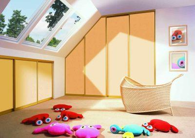 Tetőteres, tolóajtós beépített szekrények gyerekszobába