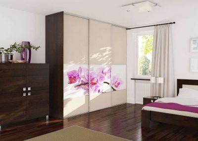 Fotófóliás és festett üveges tolóajtóval szerelt gardróbszekrény hálószobába