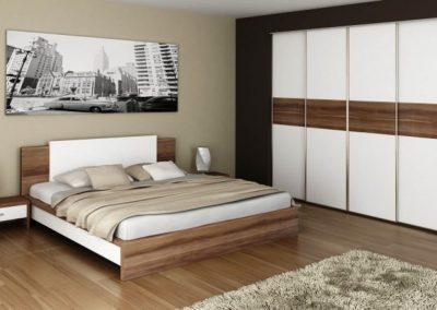 Hálószobai gardróbszekrény tolóajtóval fehér és barna bútorlappal