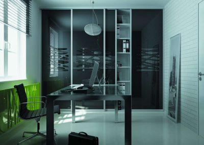 Egyedi felülettel kialakított tolóajtós irodai beépített szekrény