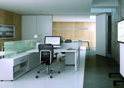 Fehér színű és kiegészítő kisbútor az irodában
