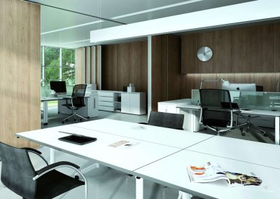 Térelválasztó tolóajtó és fiókos irodai beépített szekrény