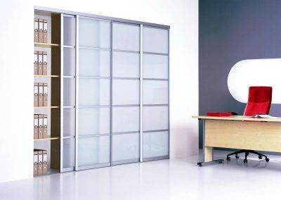 5 részre osztott savmart üveges irodai beépített szekrény