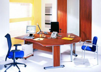 Bútorlapos és festett üveges irodai beépített szekrény