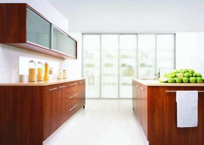 Olasz alma bútorlapból készült konyha beépített szekrény