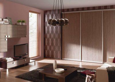 3 ajtós fa hatású bútorlappal készült beépített szekrény nappaliba