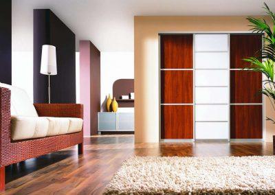 Savmart üveges és bútorlapos osztású nappali beépített szekrény