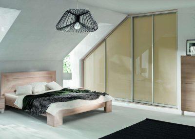 Festett üveges tetőtéri beépített szekrény