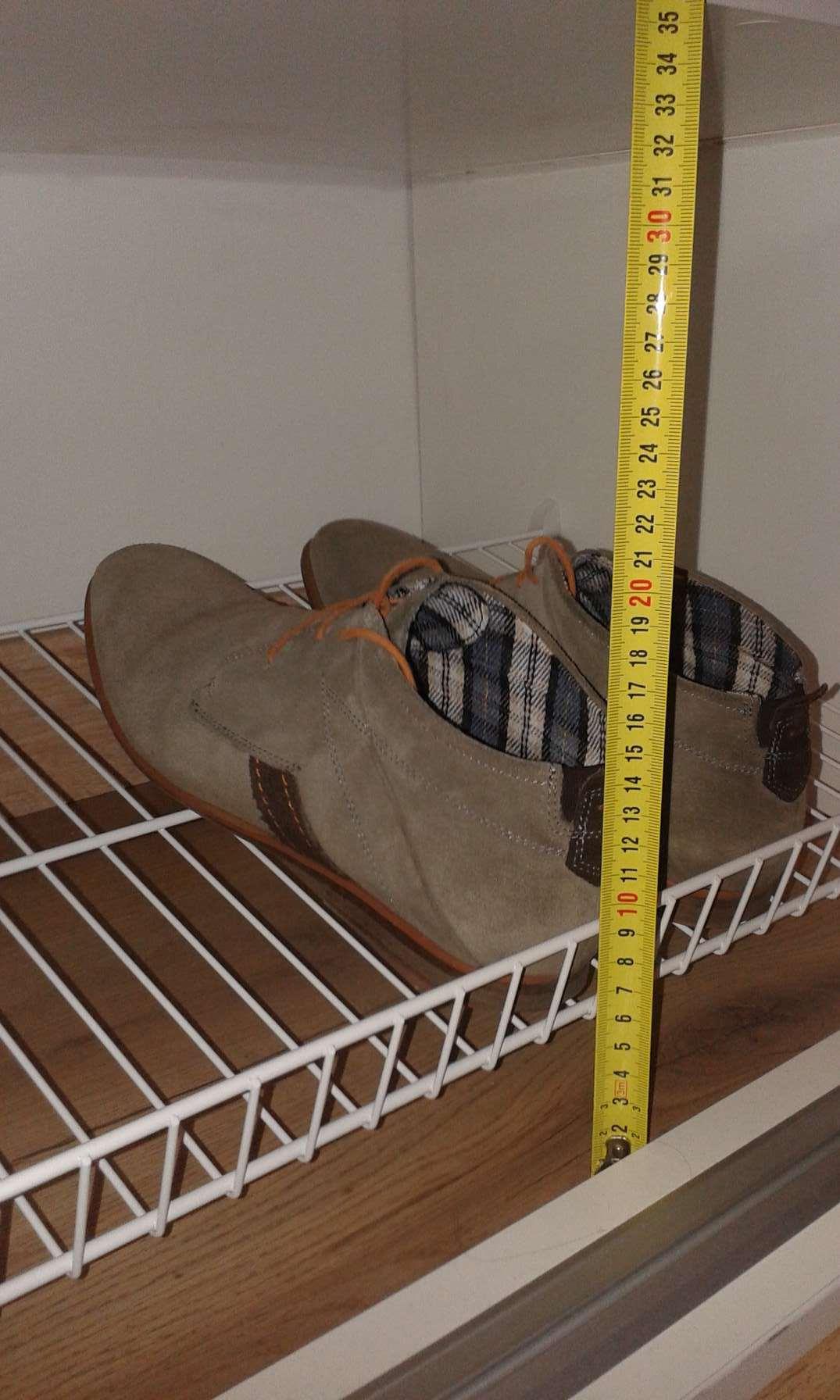 Kihúzható cipőrács a szekrényben