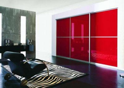 Piros színű festett üveges térelválasztó tolóajtó