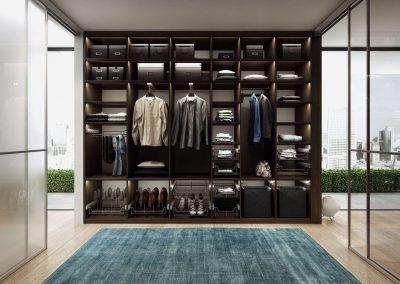 Nyitott gardróbszoba sötét színű fa hatású bútorlappal, belső világítással és szekrény kiegészítő elemekkel