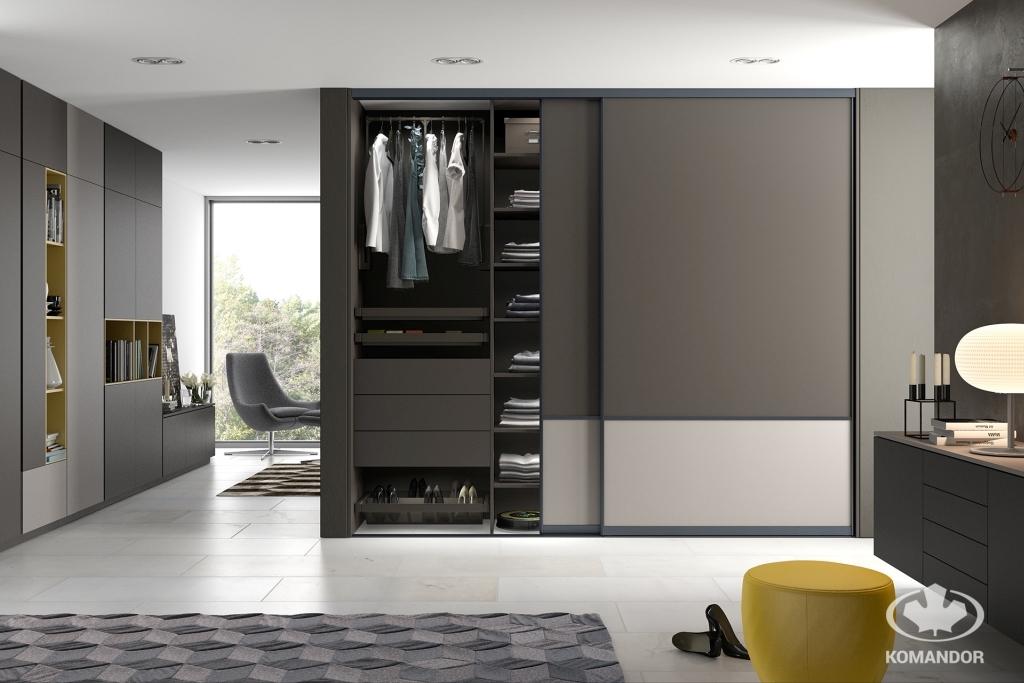 Tágas egyedi gyártású szekrény a 2021 év színével